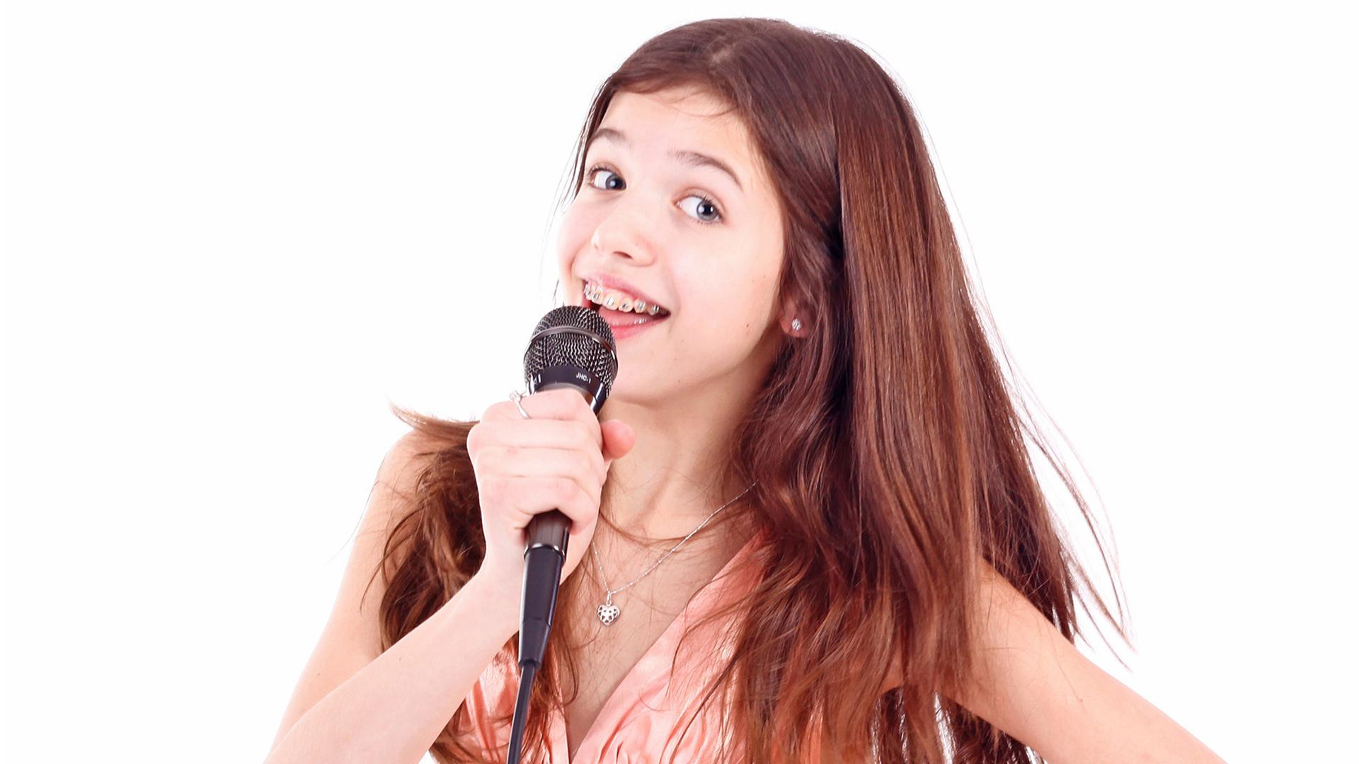 girl singing- sam